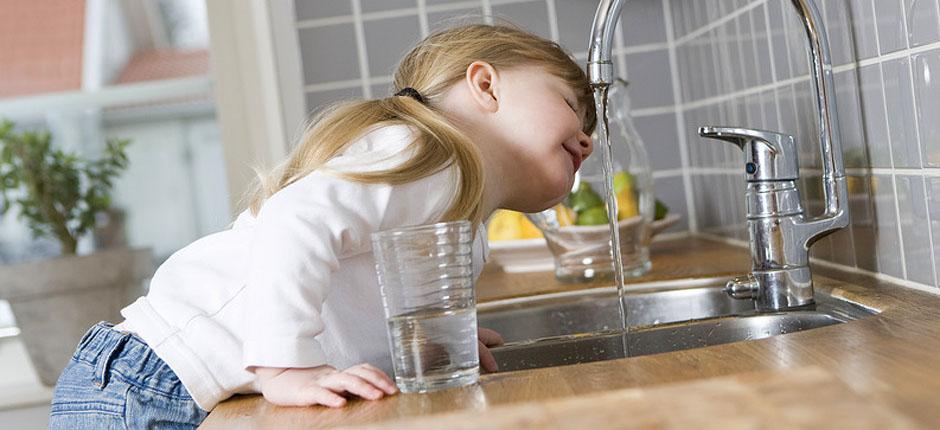 Domowe filtry i systemy uzdatnia wody